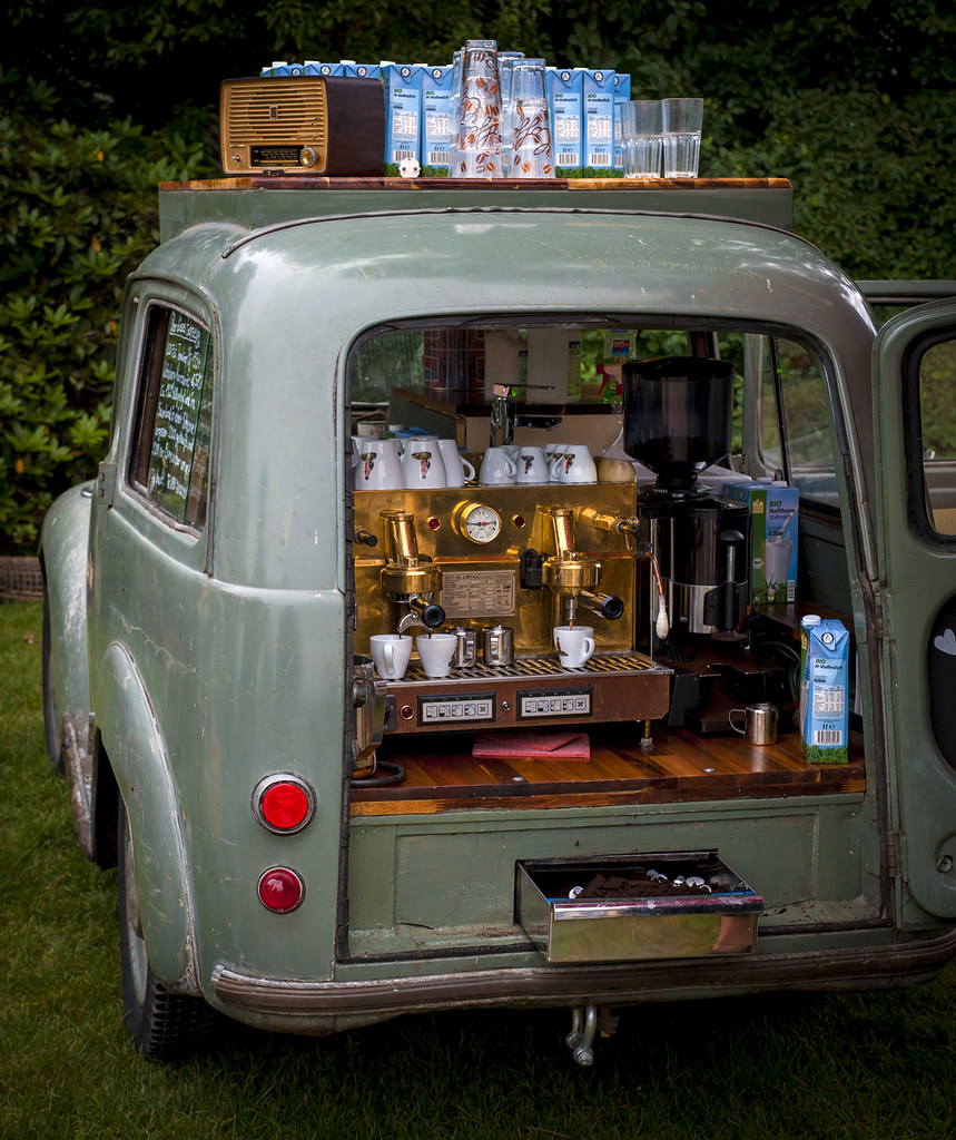 Espresso on wheels fahr bar mobile coffee bar seen on an for Agencement de stand