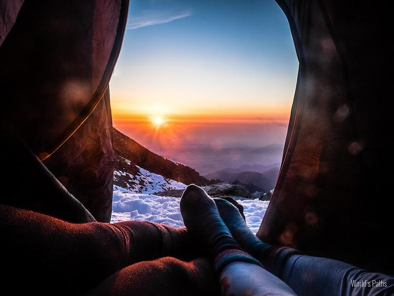 Alba al rifugio della Balma, tra noi ed il sole solo una leggera tenda
