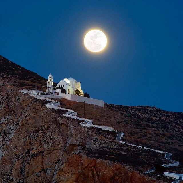 Perfect full moon Summer night in Folegandros island (Φολέγανδρος) 🌕. Magical moment 💙. Capture by @petros_sideris -Tag your Friends - #Folegandros #island #cyclades #Greece #Aegeansea #hellas #fullmoon #summernight #wonderful_places
