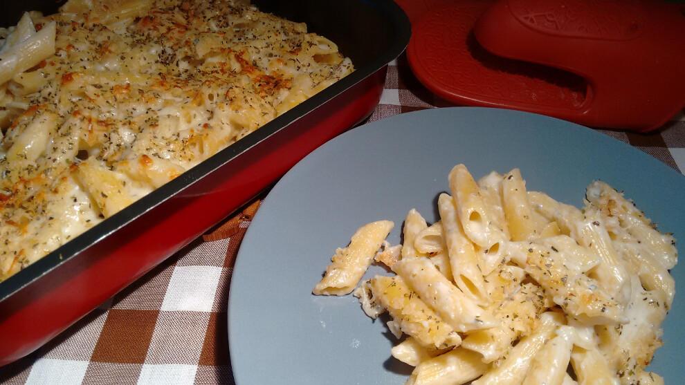 Macarrones al horno con bechamel de gorgonzola