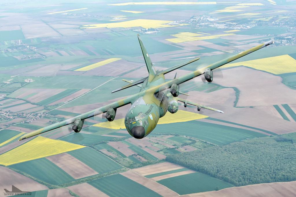 RoAF C130 Hercules in zbor 17374719488_b8f937eb34_b