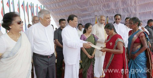 President handed over land documents to the original owners – 23 March 2015
