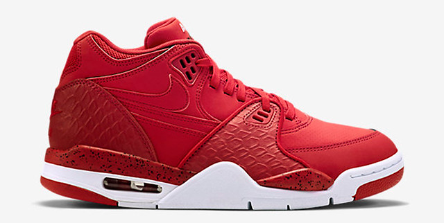 30 Sneakers You Wouldn't Expect to Be on Sale Right Now 7