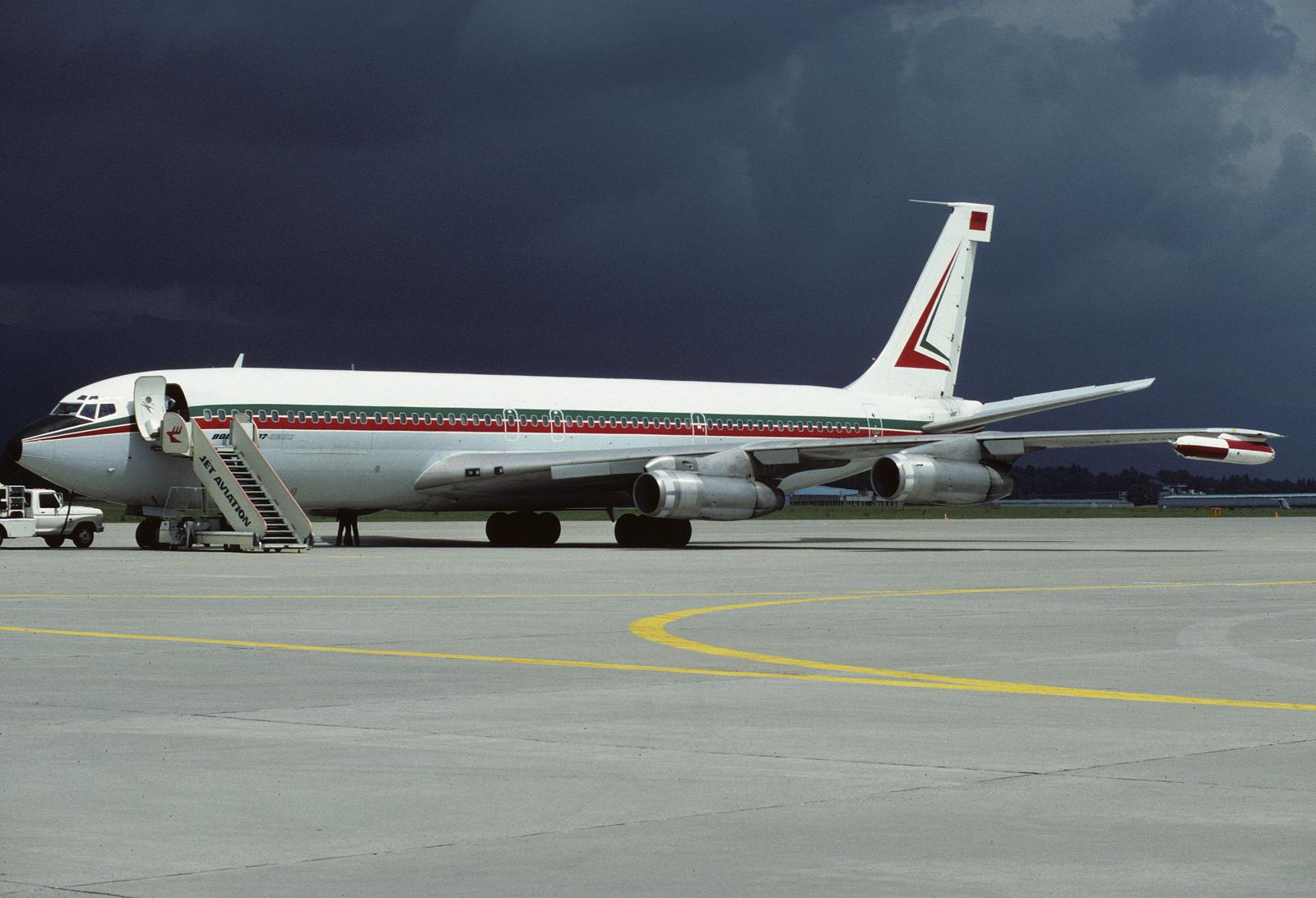 Les 2 Boeing 707 des FRA 28672897782_f5e8321eb3_o