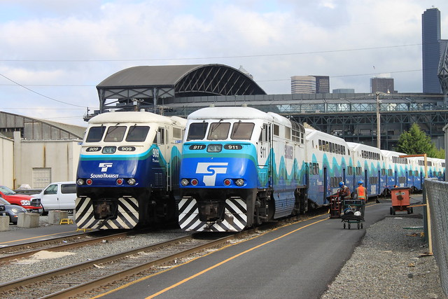 Sounder 909 and 911 at King Street Coach Yard