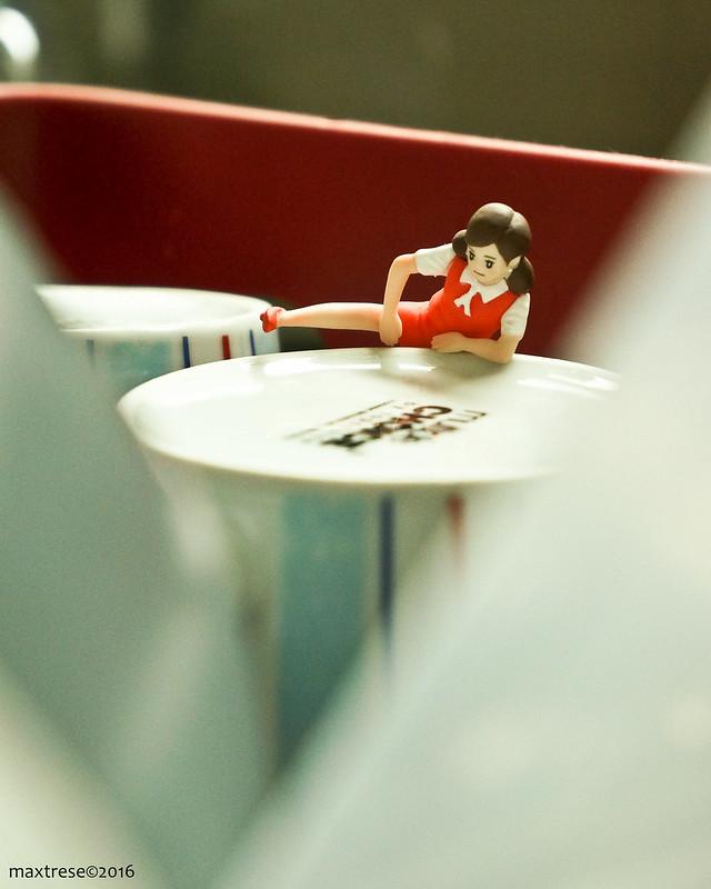 Cup no Fuchiko climbing a cup