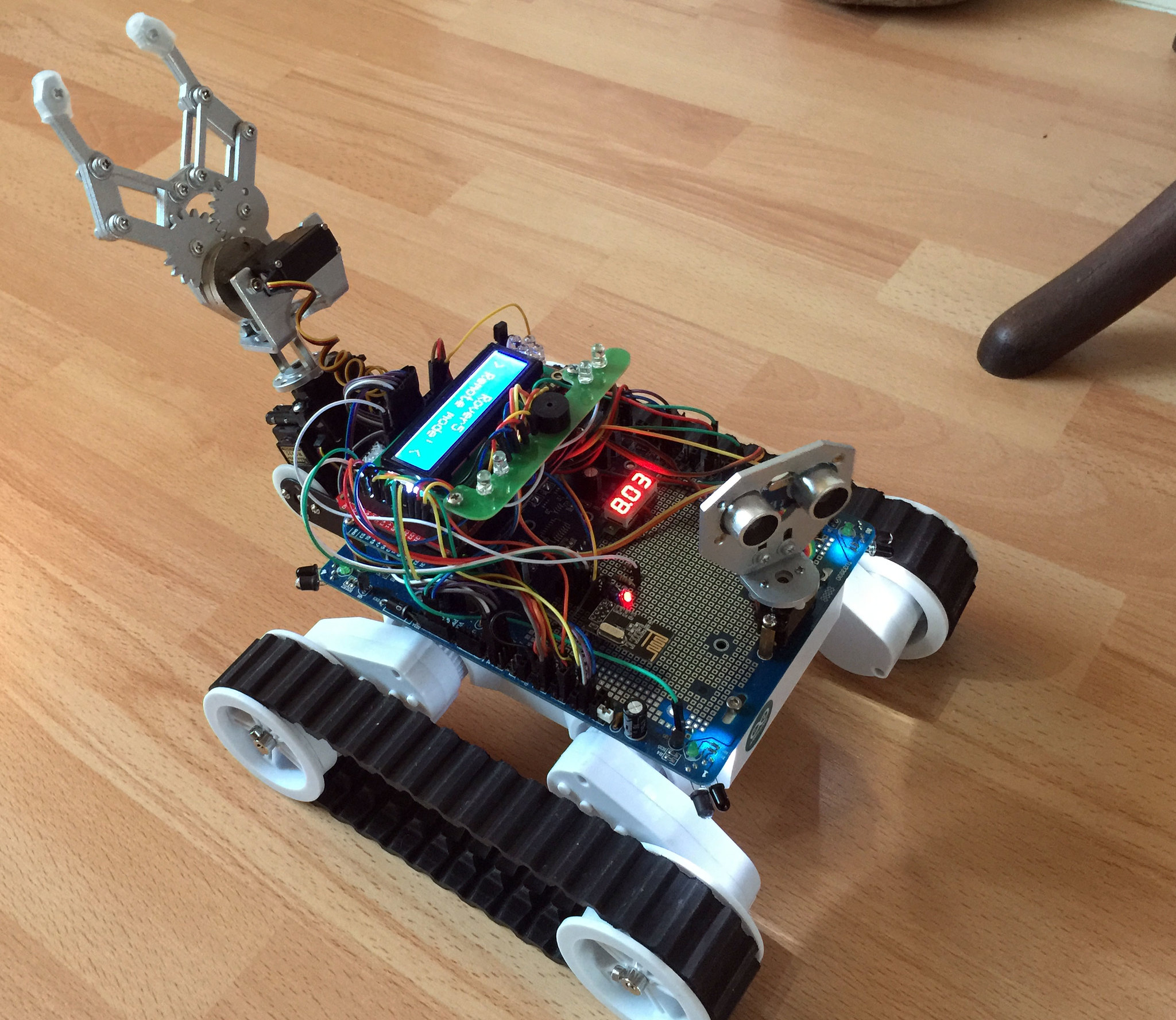 Dagu Rover 5 Selfmade Rf24l Remote Control And Now With Gripper Here Http Arduinoinfowikispacescom Popularics Scroll Down Uno Joystick Shield To The Lcd Shows Current Of Motors Battery Voltages From