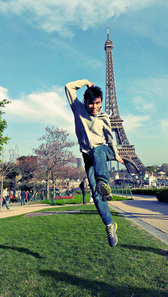 A rejoice work well in front of Eiffel Tower.
