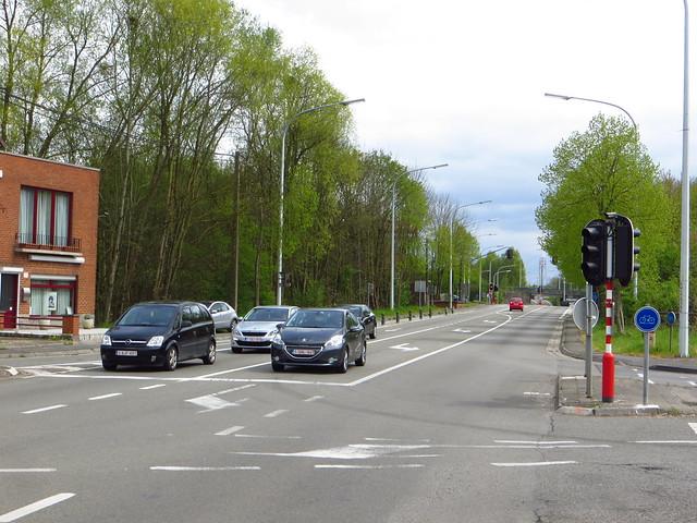 20150427 N90 Fontaine-l'Évêque (B), gezien richting Charleroi