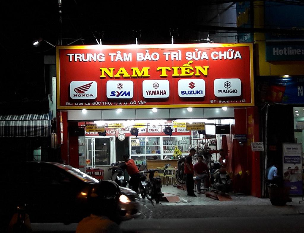Bảng hiệu cửa hàng xe máy