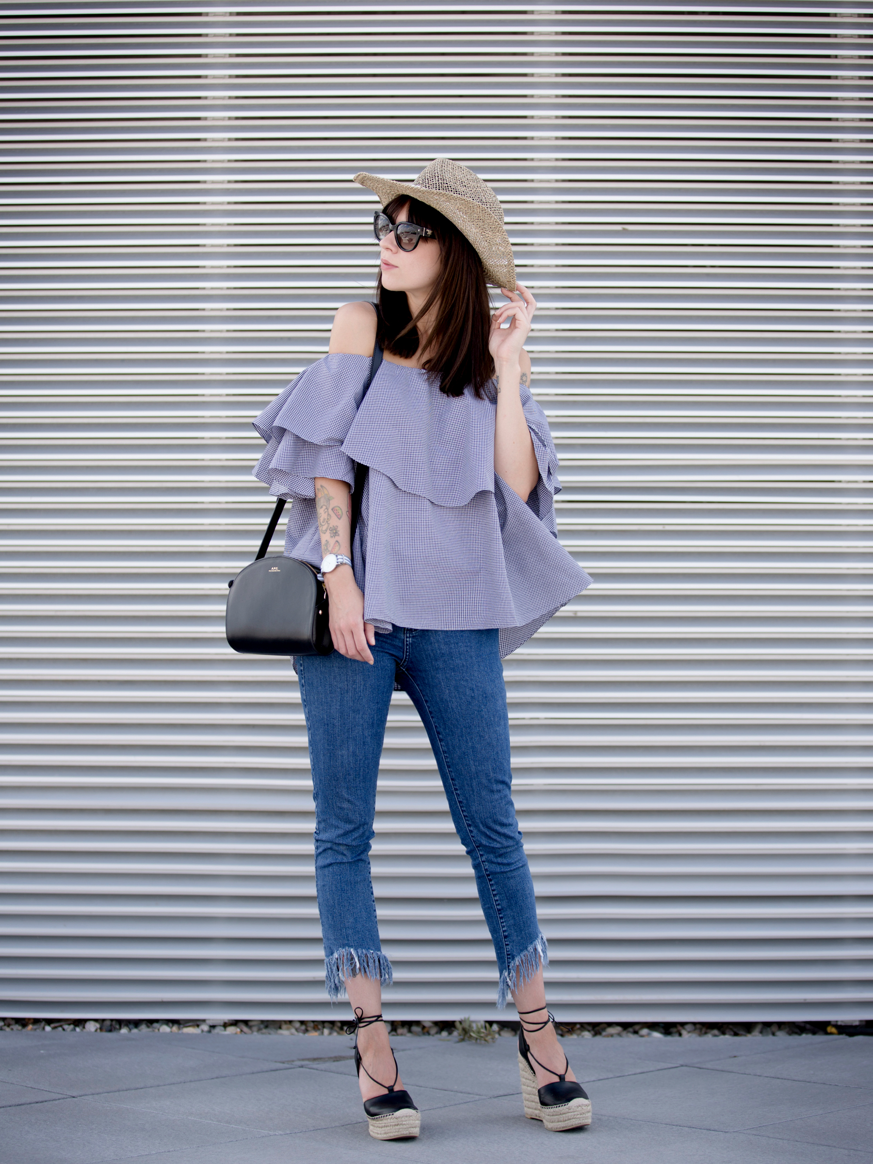 kapten&son watch mlm label off-shoulder blouse blue fringe jeans straw hat summer ootd look styling fashionblogger berlin modeblog cats & dogs ricarda schernus styleblogger 6