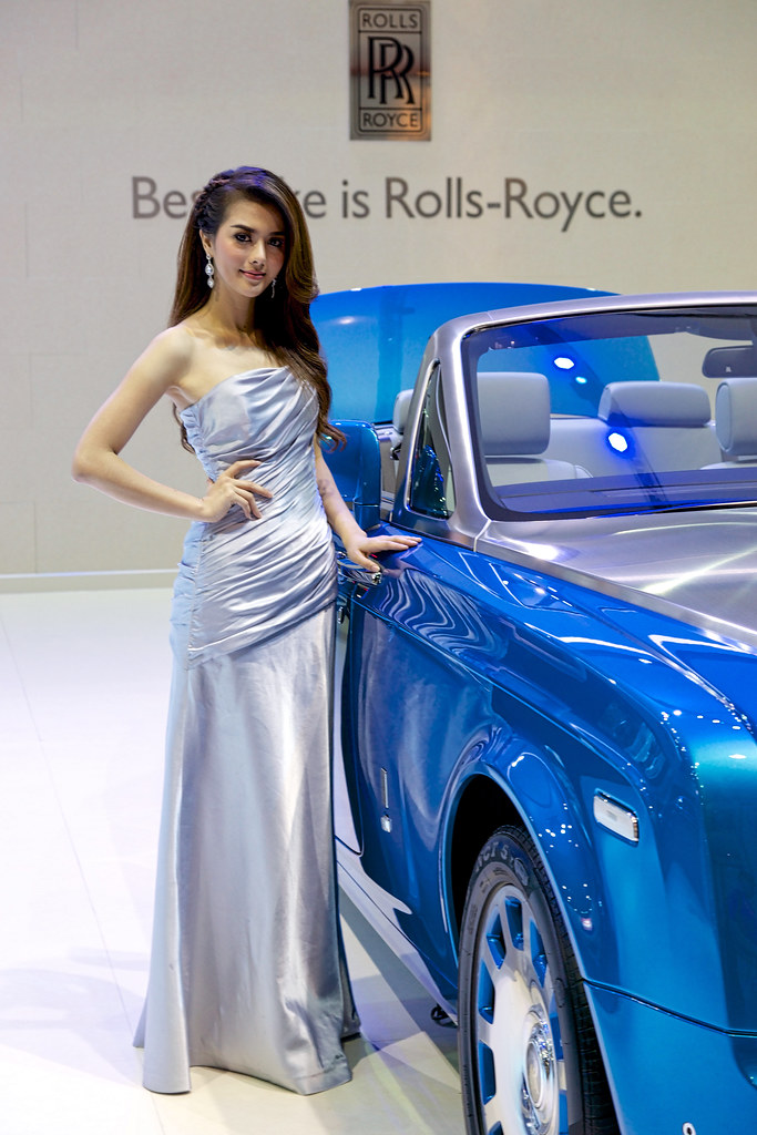 sexy presenter with blue rollsroyce phantom drophead coup