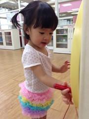 參加幼兒律動,硬是要自己四處玩