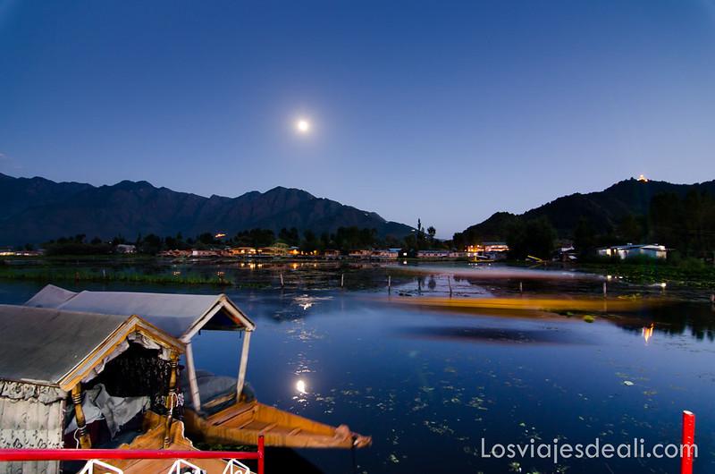 Srinagar paisaje nocturno