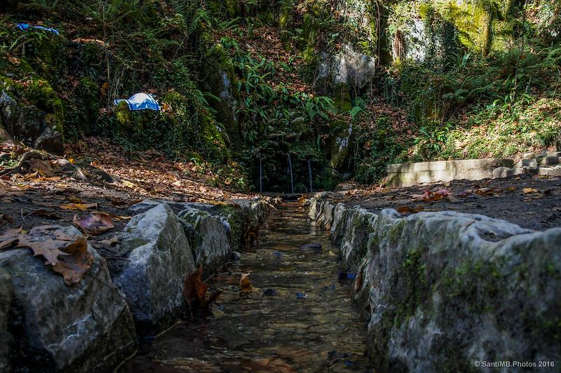 La fuente de San Juan Xar desde el canal de desagüe