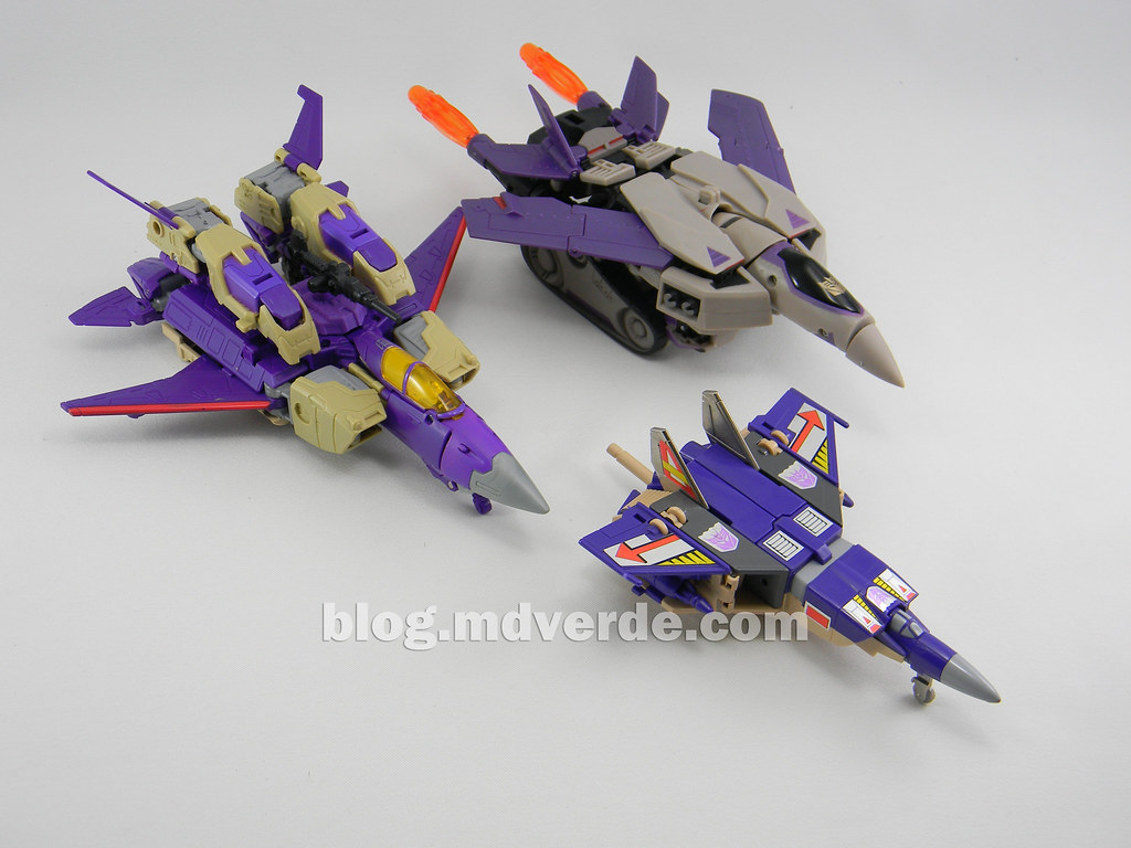 Transformers Blitzwing Voyager - Generations - modo Jet vs ...