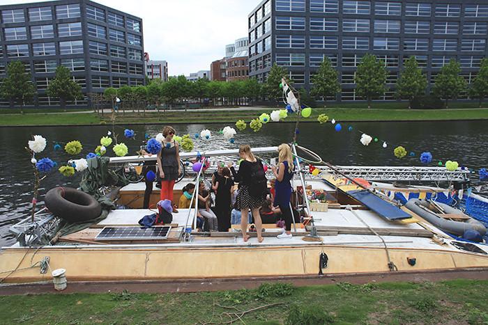 Das Boot wird dekoriert für die Bacheloretteparty