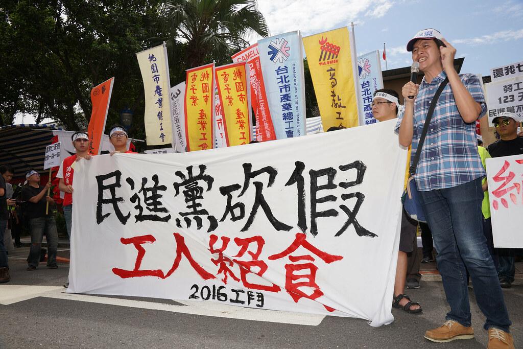 林柏儀指出,台灣勞工假日數已是OECD國家倒數第五,修法將更惡化過勞趨勢。(攝影:王顥中)