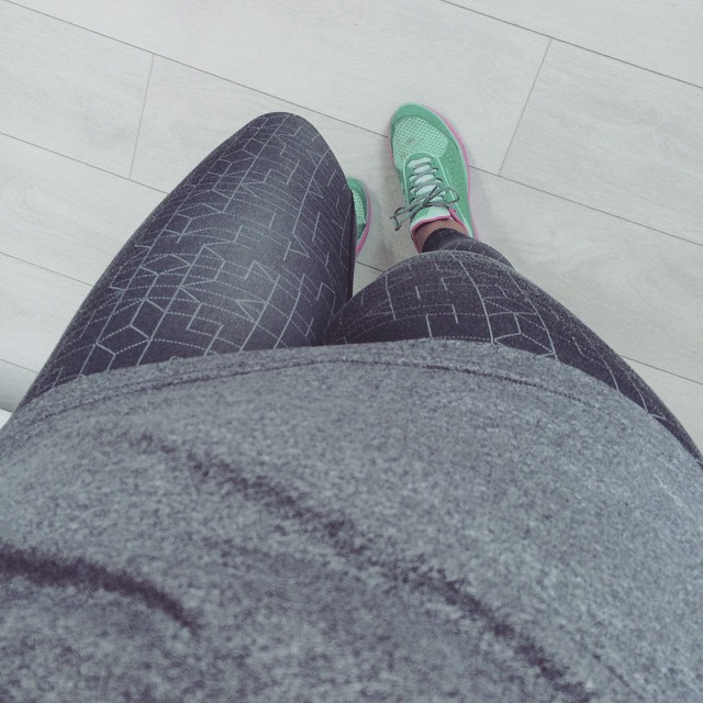 Super old Nike tights, Helly Hansen X-Cool top an trainers this afternoon. It's windy as hell out there, which is a shame because it's gorgeously sunny.