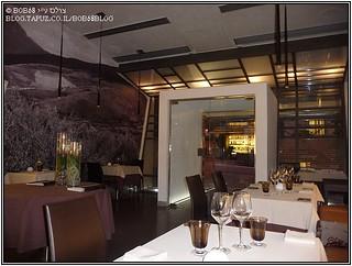 מבט אל הכניסה מתוך מסעדת Metamorfosi