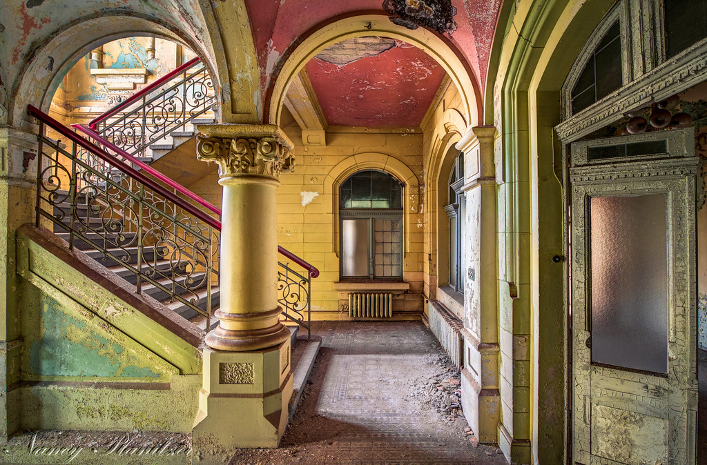 ... The Mansion With The Beautiful Staircase | By Planitzer Pictures