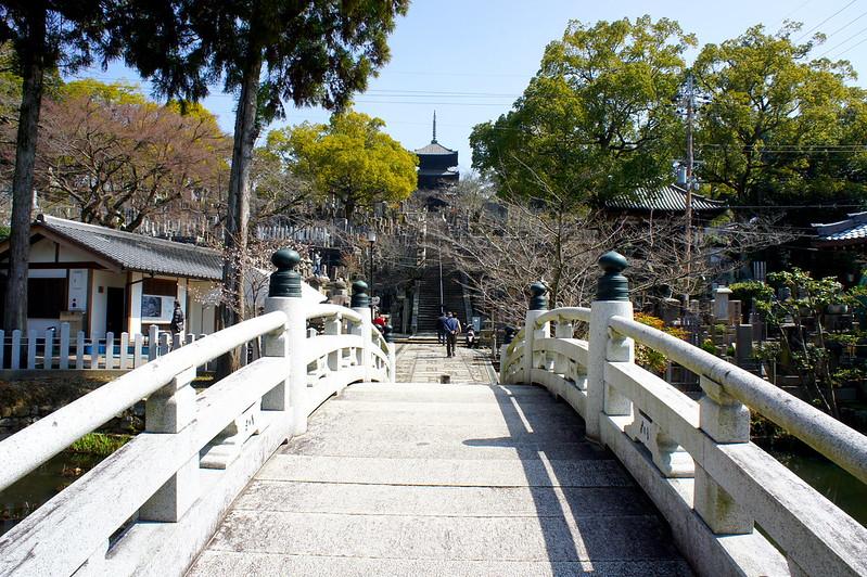 極楽橋から見る三重塔(文殊塔)/金戒光明寺(Konkai Komyo-ji Temple / Kyoto City) 2015/03/17