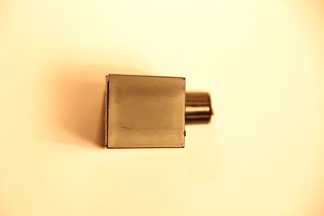 Устройство упаковано в корпус (вид сбоку)