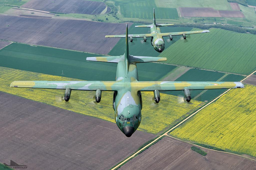 RoAF C130 Hercules in zbor 17376173059_1845d3fcbe_b