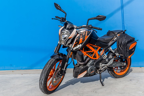 KTM Duke 390 2014, with ViaTerra Velox Saddlebags (angle view, 1 bag mounted) | by demawo