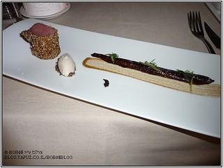 טלה בקראסט שקדים ואגוזים גם חציל וגלידת ג'ין ערער במסעדת Metamorfosi
