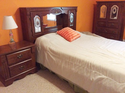 Bedroom set | by Thornhill Auction