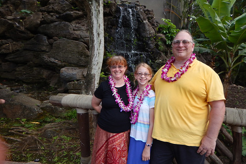 DSCN2438A - Ellen, Sarah, and Dave At The Polynesian Cultural Center