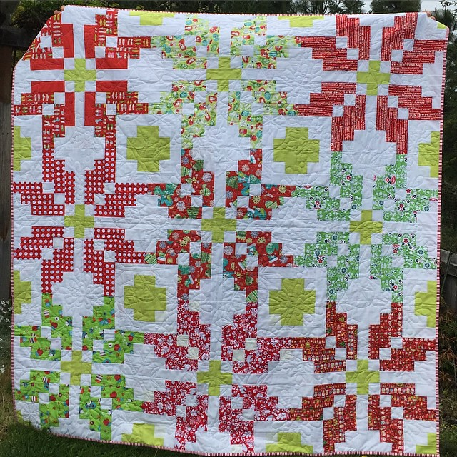 #postapicturefiberchallenge day 2. This is my Christmas #norwayqal all quilted, bound and done!  Gorgeous snowflake quilting by Sarah @crinklelove.  tagged by @sunnyincal   #norwayqal