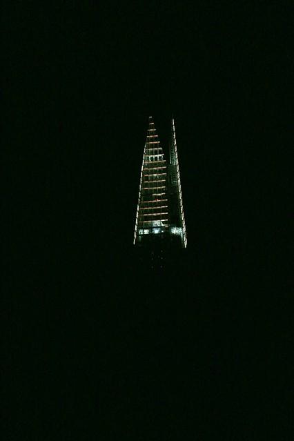 Lungotamigi di notte: lo Shard