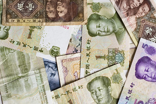 Chinese yuan bills | by Japanexperterna.se