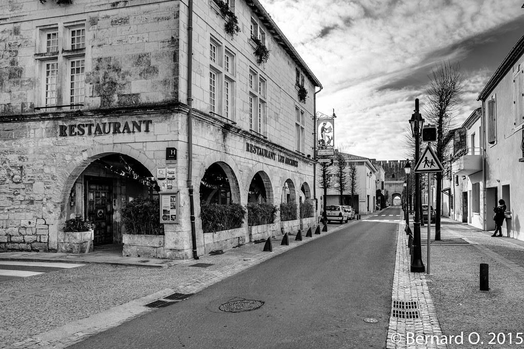 Aigues-Mortes, H�tel Restaurant Les Arcades | Flickr - Photo Sharing!