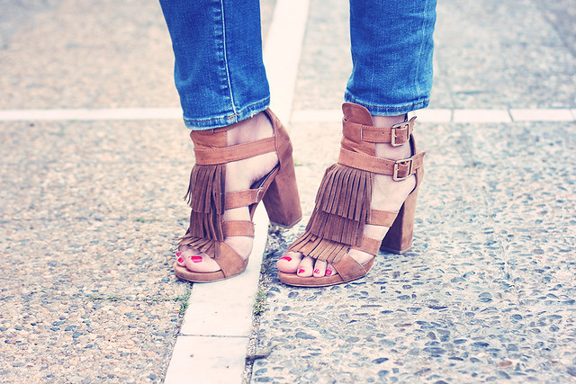 Look sandalias con flecos