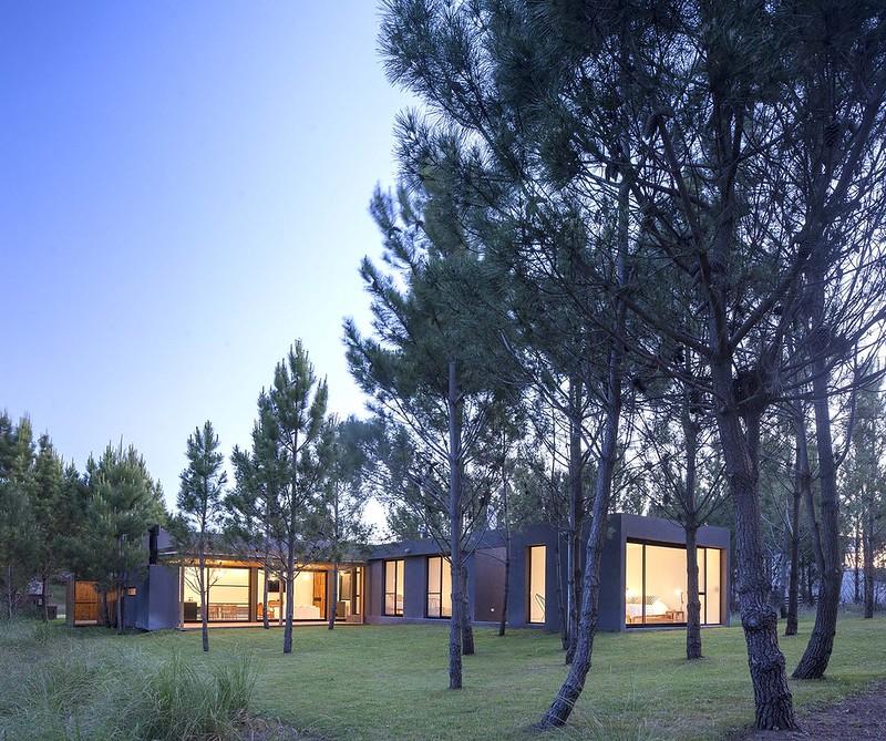 Пляжный дом L House. Проект Estudio PKa