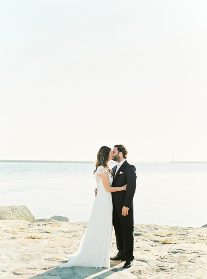 Romantic_land_to_sea_wedding_16