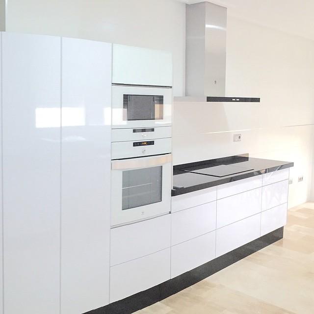 Cocina completa compuesta por horno balay 3hb558bc blanco for Cocina blanca electrodomesticos blancos