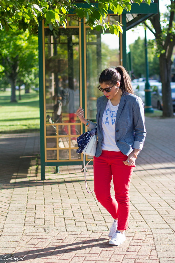 graphic tee, chambray blazer, red jeans, converse.jpg