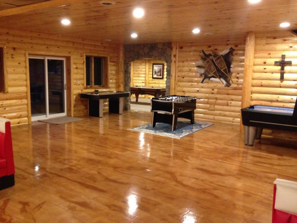 Concrete wood basement floor frankenmuth mi log cabin for Log cabin with basement