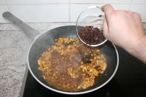 36 - Mit Madeira & Rosinen ablöschen / Deglaze with madeira & raisins