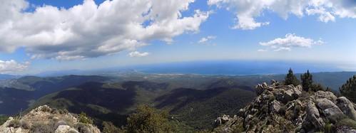 Au sommet 1122m de Punta Mozza : panoramique vers le littoral (photo Olivier Hespel)
