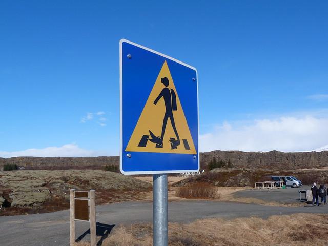 Señal de precaución buceadores en Silfra (Thingvellir, Islandia)