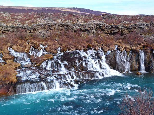 Hraunfossar, una de las cascadas más bonitas de Islandia