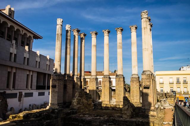 Templo Romano y restos de murallas