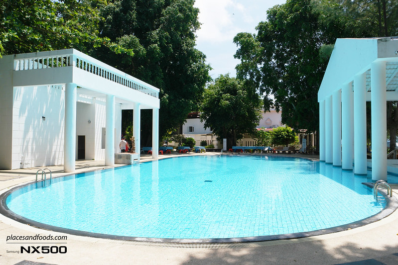 maiton island private swimming pool
