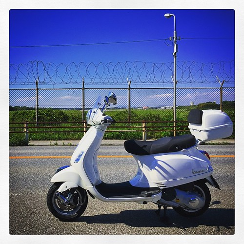 Piaggio Vespa LX125 3V | by foxfoto_archives