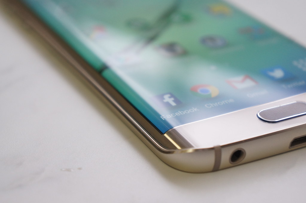 グーグルとサムスンに追従、アップルが「iPhone 8」で有機ELディスプレイを搭載か